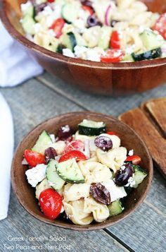 This Greek Tortellini Salad makes a great quick lunch!