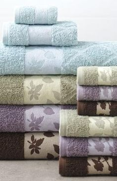 Great design and color that will make your bathroom look amazing! #AnnasLinens #BathTowels