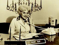 Mary Kay Ash en su nueva oficina en Dallas en 1967. Para descubrir más sobre la fundadora de nuestra compañía, haz click en esta imagen. #teléfono #phone