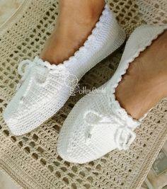 White-Booties-Modell Source by aslicvk. Diy Crafts Crochet, Easy Crochet, Crochet Baby, Free Crochet, Tutorial Crochet, Crochet Shawl, Crochet Stitches, Knit Crochet, Crochet Sandals
