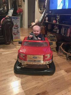 """His first """"truck""""😍"""