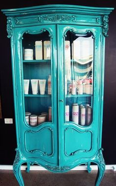 Vintage salon skincare display idea