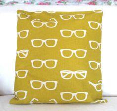 Eyeglass pillow - yellow