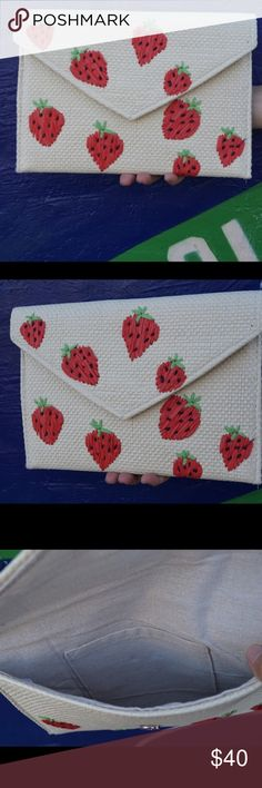NEW! 🍓Strawberry Patch Straw Clutch Bag🍓 Beautiful new straw strawberry clutch bag great for any occasion. Price firm 😉 Pink Haley Bags Clutches & Wristlets