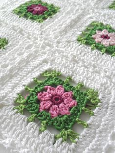 Square crochet granny ~ Crochet Free Patterns