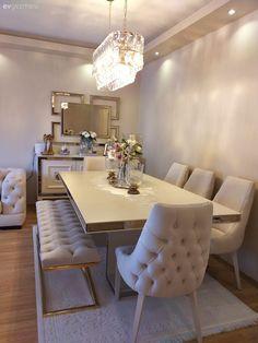"""Açık Renkleri Çok Seven Bu Ev İçin Aynalar """"Vazgeçilmez"""" Dining Room Table Decor, Elegant Dining Room, Luxury Dining Room, Dining Table Design, Dining Rooms, Classy Living Room, Home Living Room, Home Room Design, Home Interior Design"""
