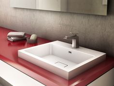 Ce lavabo en Castylatvous ravira pas son aspect épurer. Solide et homogème, vous adorerez le castylat.