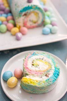 Sweet Treats: This Easter Swiss Roll turned out to cook classier then I was expecting and it wasn't that hard to make actually once I had the right pan! Who doesn't love a cool rainbow dessert right? Desserts Ostern, Köstliche Desserts, Holiday Desserts, Holiday Baking, Dessert Recipes, Cake Recipes, Italian Desserts, Recipes Dinner, Easter Cookies
