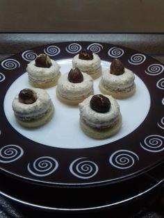 Horárove orechové gombíky - Receptik.sk Cheesecake, Desserts, Food, Basket, Cheesecake Cake, Tailgate Desserts, Deserts, Cheesecakes, Essen