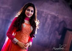 Sania Sultana Liza is a Bangladeshi popular singer who is best known around the country by her stage name Liza. She is so much talented singer. Perfect Body, Biography, Stage, Husband, Beautiful Women, Wonder Woman, Popular, Country, Dresses