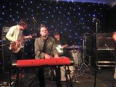 Being Tilly's Mummy: Toploader Play At The Hole In The Roof, Deal