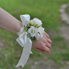 【ブライダルアクセサリー】フラワーリストレット ヘリテージ Corsage Wedding, Wedding Bouquets, Wedding Flowers, Prom Corsage, Wrist Corsage, Wedding Images, Dress Making, Corsages, Bridesmaid