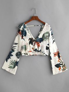 Shop Plunging V Neckline Palm Leaf Frill Trim Crop Top online. SheIn offers Plunging V Neckline Palm Leaf Frill Trim Crop Top & more to fit your fashionable needs. Fashion Clothes, Fashion Outfits, Fashion Women, Fashion 2017, Street Fashion, Crop Tops Online, Mode Shoes, Inspiration Mode, Woman Outfits