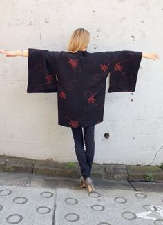 Black Silk Kimono Cardigan, made in Japan beautiful Vintage, Haori Jacket, great fabric red lily flower leaves Kyoto on Etsy, 368:01 kr