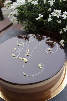 Bavarois aux Trois Chocolats CG: perfection and skill (and you could put your make-up on using this cake!)