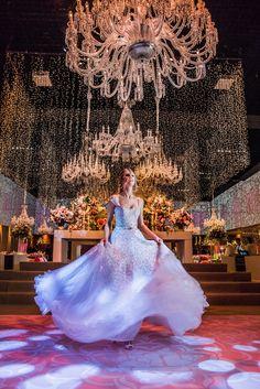 Vestido de debutante estilo princesa - festa rosa de 15 anos Tathiana Bussab - Foto Lan Rodrigues Quinceanera Dresses, Prom Dresses, Wedding Dresses, 15 Anos Dresses, Sweet Fifteen, Dress Rings, Gossip Girl, Ball Gowns, Dream Wedding