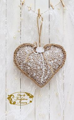 Burlap lace heart ornaments Home decor ornaments Rustic home decor Rustic wedding Christmas decorations Heart hanging ornaments - Beatiful Christmas Club Shabby Chic Vintage, Shabby Chic Crafts, Christmas Hearts, Burlap Christmas, Christmas Decorations, Fabric Hearts, Burlap Crafts, Lace Heart, Burlap Lace