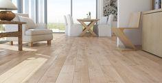 DĄB SENSE - Szeroka, jednopasmowa podłoga pokryta białym olejem, nadającym jej delikatnego, jasnego zabarwienia. Wyraźnie podkreślone krawędzie desek (dwustronne fazowanie).