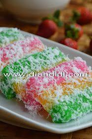 Diah Didi's Kitchen: Lapis Singkong Indonesian Desserts, Indonesian Cuisine, Asian Desserts, Sweet Desserts, Asian Snacks, Indonesian Recipes, Savory Snacks, Snack Recipes, Dessert Recipes