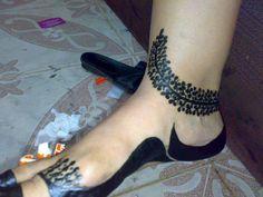 Arabic Henna Designs, Legs Mehndi Design, Mehndi Designs Feet, Wedding Mehndi Designs, Beautiful Henna Designs, Mehndi Designs For Fingers, Leg Henna, Leg Mehndi, Foot Henna