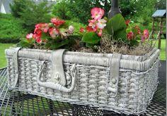 Creative Planter Ideas   20 DIY Outdoor Decor & Outdoor Decorating Projects