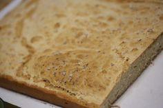 Pão de Rosmaninho, se puder coma ainda quente com manteiga ou faça sopas numa tigela com azeite. http://grafe-e-faca.com/pt/receitas/varios/pao-de-rosmaninho/
