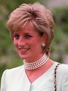Prince Charles and Princess Diana were married in a very public wedding in 1981 Princesa Diana, Meghan Markle, Diana Haircut, Princess Diana Hair, Royal Princess, Kate Middleton Wedding, Beautiful Young Lady, Beautiful People, Iconic Dresses