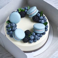 Pretty Birthday Cakes, Pretty Cakes, Cute Cakes, Cute Desserts, Delicious Desserts, Yummy Food, Cake Recipes, Dessert Recipes, Sweet Cakes