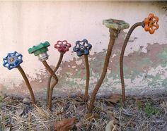 Industrial Metal Flower Art garden art d-art Outdoor Crafts, Outdoor Art, Outdoor Projects, Outdoor Gardens, Art Floral, Garden Crafts, Garden Projects, Garden Junk, Garden Hose
