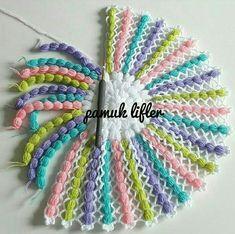 Crochet Flower Patterns, Crochet Designs, Crochet Doilies, Crochet Flowers, Crochet Stitches, Thigh Tattoo Quotes, Beginner Knitting Patterns, Sewing Equipment, Peinados Pin Up