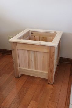 Planter Box Plans, Cedar Planter Box, Garden Planter Boxes, Deck Planters, Wooden Planters, Woodworking Projects Diy, Wood Projects, Rustic Furniture, Diy Furniture
