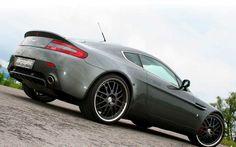 Aston Martin V8 Vantage. You can download this image in resolution 1600x1200 having visited our website. Вы можете скачать данное изображение в разрешении 1600x1200 c нашего сайта.