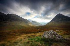 Glencoe, Glen Coe, Scotland, Schottland, Berge, Berglandschaft, Sonnenstrahlen