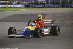 Nigel Mansell driving the #5 Canon #Williams Renault Williams FW14 Renault V10 gives #Ayrton... http://monaco-addict.com