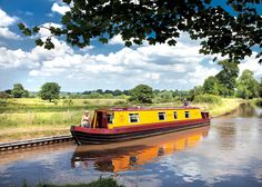 Cruise in your own boat - the canals of England. Summer of Barge Boat, Canal Barge, Best Boats, Cool Boats, Narrowboat Holidays, Canal Boat Art, Canal Boat Holidays, Dutch Barge, Build Your Own Boat