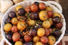 Tiny potatoes with garlic butter. The spuds may be small, but the flavor is huge. Small Potatoes Recipe, Butter Potatoes, Potatoes In Oven, Creamed Potatoes, Little Potatoes, Crispy Potatoes, Baby Potato Recipes, Roasted Potato Recipes, Cooking