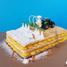 Italian pastry chef Matteo Stucchi creates delectable desserts both cakes and fantastical miniature worlds where tiny figurines live and work. Nutella, Pastry Art, Pastry Chef, Pavlova, Graduation Desserts, Miniature Calendar, Miniature Photography, Food Photography, Italian Pastries