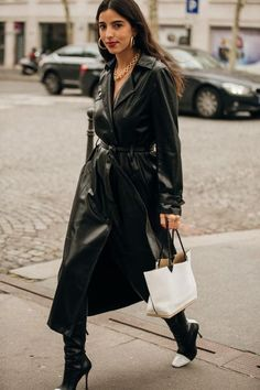5 Dress Trends Fashion Girls Won't Quit This Spring Frühlingskleid Trend: Leder Source by . Fashion Week Paris, Trend Fashion, Daily Fashion, Girl Fashion, Fashion Outfits, Fashion Tips, Style Fashion, Mode Outfits, Trendy Outfits