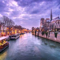 France Vacations ≕≔≕≔≕≔≕≔≕≔≕≔≕≔≕≔≕≔≕≔ Location: La Seine river, Paris Photo Credit: @pasqualedipilato