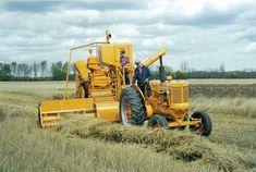 Minneapolis Moline John Deere Equipment, Old Farm Equipment, Antique Tractors, Old Tractors, Vintage Horse, Vintage Farm, Minneapolis Moline, New Tractor, Combine Harvester