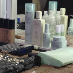 Creating the look using Liz Earle skincare and make up @Amanda Wakeley #LFW @D+V Management