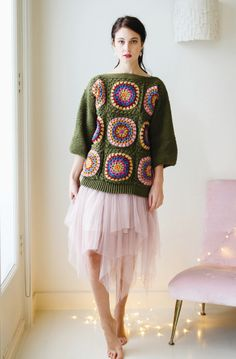 This colourful jumper, framed in a Christmas-tree green is made up in fabulous Stylecraft Special DK. Crochet Woman, Love Crochet, Knit Crochet, Crochet Jumper, Do It Yourself Fashion, Holiday Crochet, Granny Square Crochet Pattern, Crochet Magazine, Cardigan Pattern