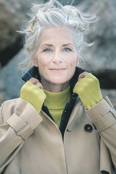 Grey Hair Over 50, Long Gray Hair, Grey Hair Old, Men With Grey Hair, Grey Hair Young, Beautiful Old Woman, Top Models, Ageless Beauty, Going Gray