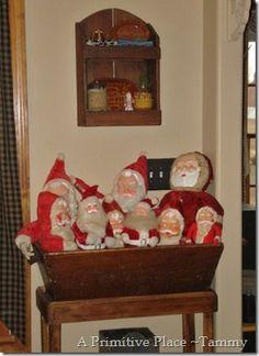 Santas in a dough bowl Christmas Past, Retro Christmas, Christmas Items, Christmas Holidays, Primitive Country Christmas, Rustic Christmas, Christmas Centerpieces, Christmas Decorations, Holiday Decor