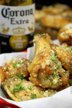 Crispy Baked Garlic Parmesan Chicken Wings These Chicken Wings are super crispy without frying. Tossed in a garlic parmesan sauce makes it impossible to stop at just one. Cooking Chicken Wings, Chicken Wing Recipes, Keto Chicken Wings, Butter Chicken, Chicken Wings Recipe Indian, Alton Brown Chicken Wings, Marinated Chicken Wings, Crispy Baked Chicken Wings, Chicken Tenders