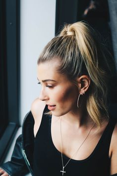 Hailey Baldwin photographed by Li-Chi-Pan [More]