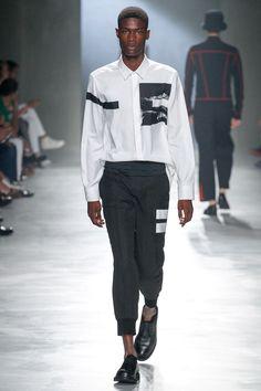 Neil Barrett Spring 2018 Menswear Fashion Show Collection Stylish Mens Fashion, Men Fashion Show, Fashion Show Collection, Sport Fashion, Men's Fashion, Fashion Outfits, Milan Fashion, Latest Mens Wear, La Mode Masculine