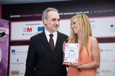 La simpática Natalia, además de cantante y presentadora tv de éxito, está comprometida con diversas causas solidarias y desde 2012 con la Igualdad a través del ARTISTA CON CORAZÓN de Madrid Woman's Week, como le recordó su vicepresidente Salvador Molina.