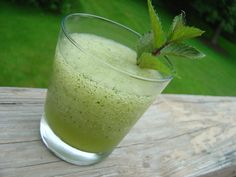 Get Frozen Mojito Recipe from Food Network Frozen Mojito, Frozen Drinks, Frozen Meals, Refreshing Drinks, Yummy Drinks, Granite, Mojito Recipe, Fruit Drinks, Party Drinks