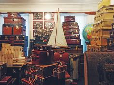 Tin Tin Collectables Luggage - First Floor F014. Antique & Vintage Luggage and Travel Accessories.